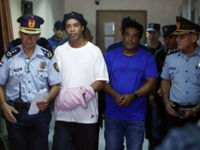 Ronaldinho And Brother Appear In Paraguayan Court In Handcuffs