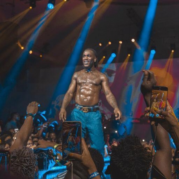 "Burna Boy Brings Out His Mama To Perform ""Dangote"" Live On Stage"