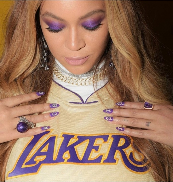 Beyonce and Jennifer Lopez honor Kobe and Gigi Bryant with their nail art (photos included)