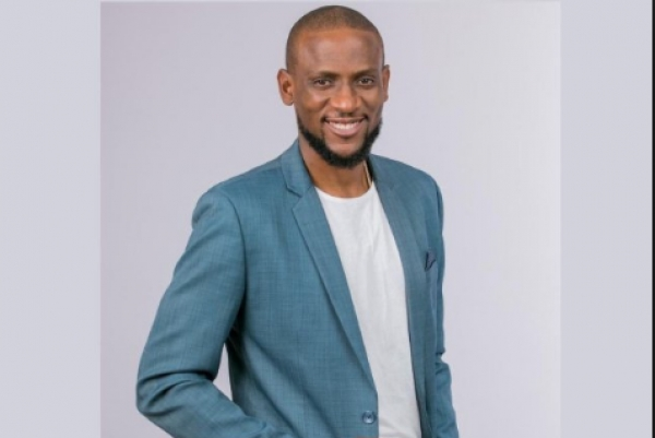 #BBNaija Omashola bursts into tears as he recounts how he lost his ex-girlfriend due to his bad behavior